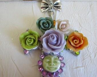 "Petite broche ""croix fleuries 1"""