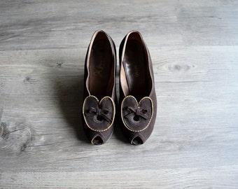 1930s 1940s shoes . brown suede heels . 5.5 6