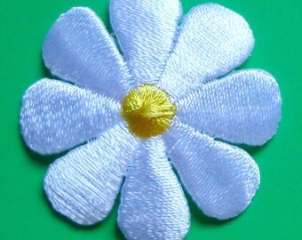 iron on applique daisy white/yellow select size