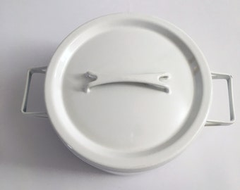 Finel Arabia Finland SEPPO MALLAT White Enamel Handled Pot with Lid // 2 Quart Dutch Oven // Casserole // Enamelware // 1960s // 60s