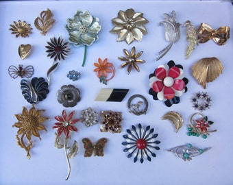 Huge Vintage Brooch Pin Lot Womens Fashion Retro Floral Enamel Metal Pins 1950s-1980s Era Collection of Vintage Flower Pins and More