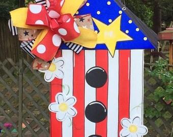 Patriotic Birdhouse Door Hanger, Birdhouse Door Hanger, Summer Door Hanger, Patriotic Door Hanger, White Daisies,  4th of July Door Hanger