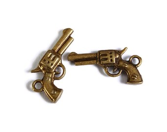 Antique brass Gun pendant - Revolver charm - Western Gun - Sheriff Cowboy - Police Weapon - Pistol - 22mm x 11mm (1746) -Flat rate shipping