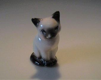 Vintage 1950's miniature Hagen Renaker Siamese sitting cat