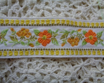 """Cottage Chic Flowers  1 1/4"""" trim for dressmaking and craft projects"""