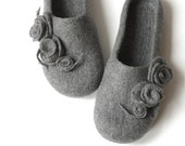 SALE Women house shoes - grey felted wool slippers with roses - Valentine gift - made to order