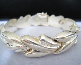 CLEARANCE Sterling Silver Puffy Leaf Link Bracelet Signed MILOR.  Vintage.  Italy.  Contoured Top Surface.  Pinch Clasp with Safety Hook.