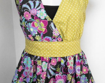 Women's Apron, Kitchen Apron, Full Apron, Craft Apron, Floral Apron, Two Pockets, Handmade, One Size fits 7-16