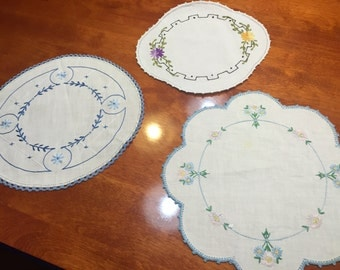 Set of 3 Vintage white linen doily with embroidered design for housewares, home decor by MarlenesAttic