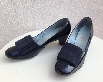 Vintage mod LIFE STRIDE Large bow 60's black patent leather heeled pumps by Life Stride Size 6
