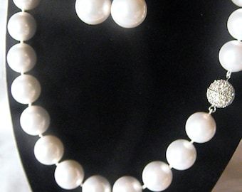 High Fashion White Shell Pearl Necklace Set