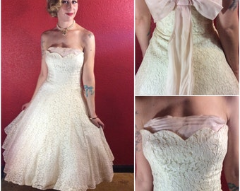 1950s Ivory Lace Dress Bridal Shelf Bust Strapless Small