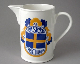 1968 Large Gustavsberg Pitcher Heja Sverige Friskt Humor 48 oz Beverage Jug 7in Tall Margaret Hennix design Sweden Scandinavian  Swedish