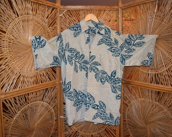 Classic and comfotable Hawaiian Aloha shirt.  Go Barefoot.  Size Medium