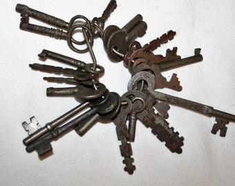 Lot of 22 Antique & Vintage Skeleton Keys