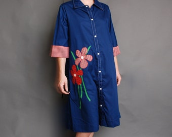 1970s oversized smock dress button up size 14 Models Coat Navy blue with red gingham and polkadot flowers