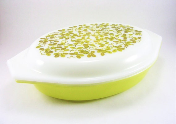 Vintage PYREX Casserole Dish, Verde Pattern, 1 Quart Divided Casserole, Cinderella Dish, Olive Print, Retro Kitchenware, Vintage Ovenware