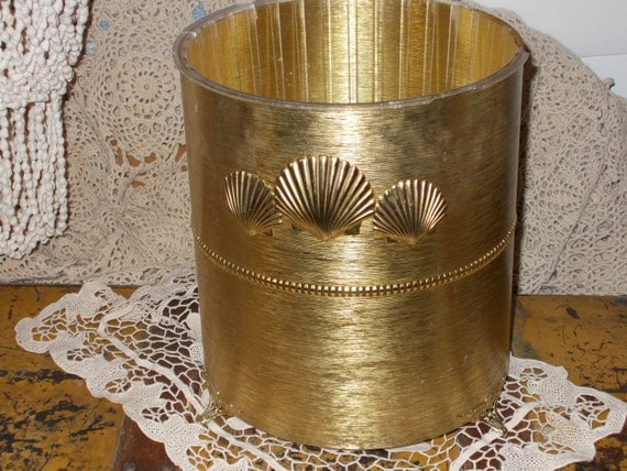 Vintage waste basket shell metal waste basket hollywood for Gold bathroom wastebasket