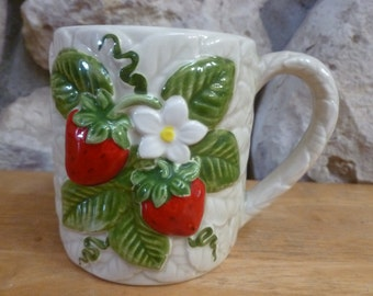 Strawberry 3D mugs by Sears Roebuck 1981 set of four 4