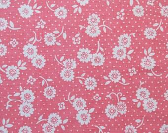Vintage Sheet Fabric Fat Quarter - White Floral on Pink - 1 FQ