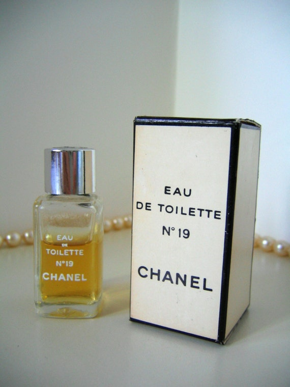 chanel no 19 vintage mini perfume bottle eau de toilette w