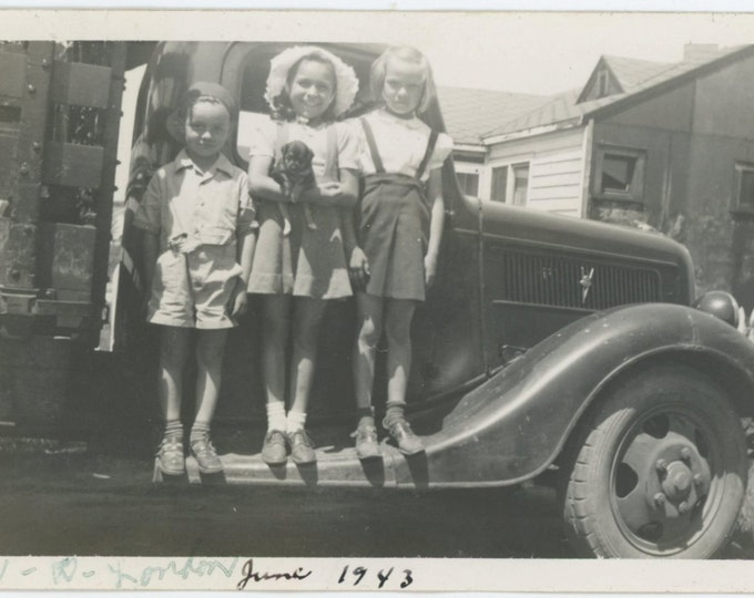 Vintage Snapshot Photo: Three Kids and Puppy on Running Board of Truck, 1943 (610512)