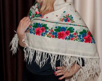 SALE Vintage russian shawl. Wedding shawl. Babushka Russian Hustka chale foulard russe, scialle fiori, ukrainian scarf. Folk Ethnic Babushka