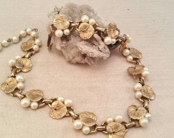 """Vintage gold and faux pearl lily pad necklace - 15"""""""