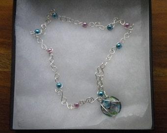 Glass bead pendant necklace