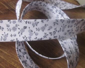 Grey Toile Floral Print Cotton Bias Binding - 18mm Bias Binding - Floral Edging - Grey Floral Trim - Floral Edging -Floral Bias Binding