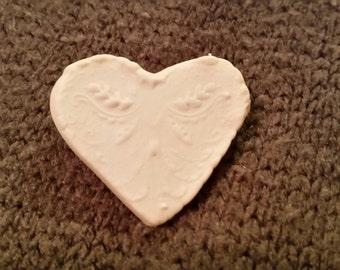 FREE U.S. SHIPPING--Pretty Porcelain Heart Pin