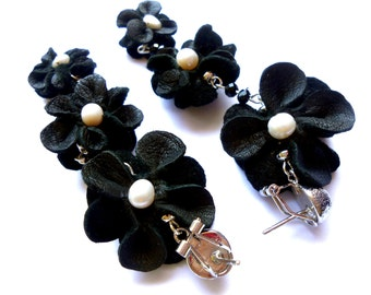 Pearls & Leather earrings / Leather flower earrings with pearls / Black leather earrings / Flower earrings / Long leather earrings