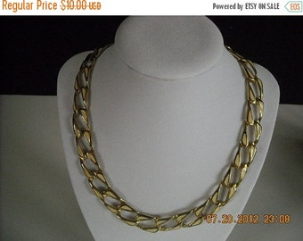 sale vintage goldtone and white necklace and bracelet...no8