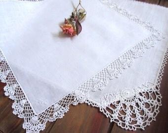 Vintage   Handkerchiefs ,  Hankies  , Wedding Handkerchiefs , White handkerchief  ,   Batiste  Embroidery - set of 2. .