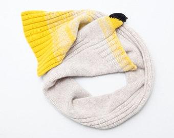 yellow finch scarf, small singing bird