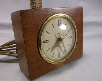 Mantle Clock 50's General Electric Mid Century Modern GE Telechron  Alarm Clock, Works. epsteam