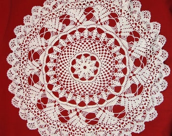 "Vintage Doily Hand Crocheted Cream White 19"" Round Scalloped Edge"