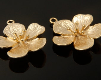 Flower pendant (small), P1-P2, 2 pcs, 21.1x17.5mm, Matte gold plated brass, Decorative charm