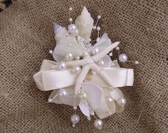 Wrist corsage for beach wedding, sea shell wrist corsage, mother of the bride beach wedding corsage, beach prom, coastal wedding corsage