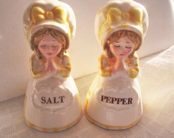VINTAGE PRAYING GIRLS Salt and Pepper Shakers,Novelty Salt and Pepper,Kitschy Kitchen,Christian Kitchen,Shower Girl Gift Twins,Cake Topper