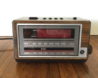 GE Faux Bois Clock Radio