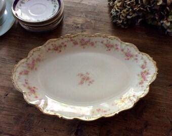 Piatto ovale francese marchiato LIMOGES, Made in France, decorazioni floreali e bordo dorato, molto originale, ideale servire in tavola chic