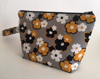 Floral Zippered Pouch with Handle / Zippered Pouch with Handle / Zippered Pouch / Cosmetic Bag