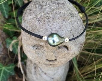 Black Tahitian pearl, Tahitian pearl bracelet, hand rolled leather, adjustable size