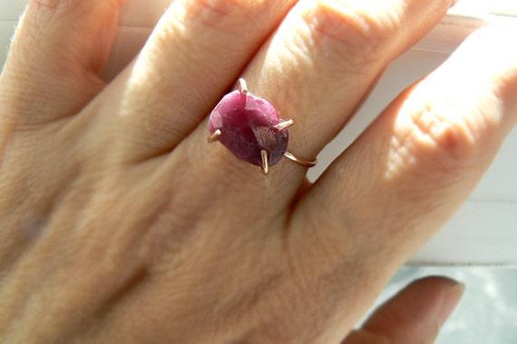 Raw ruby rose gold ring- Pink gemstone rose gold filled ring- Natural ruby size 8- boho rough ruby ring- Fashion,trendy ring- Women gift