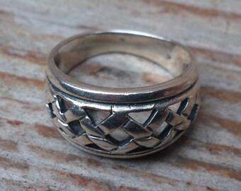 Vintage sterling silver basket weave design ring