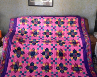 Crib size Quatrefoil quilt