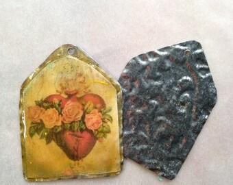 Sacred Heart Golden Aged Pendant-Madonna Vintage Style Resin Pendant, amber, gold, charm