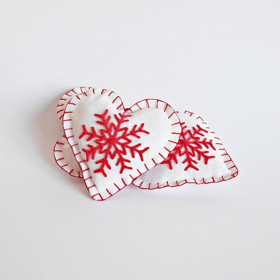 FREE SHIPPING, Set of 3 Christmas hearts ornaments with snowflake in white and red, Christmas tree decoration, Engagement party decor
