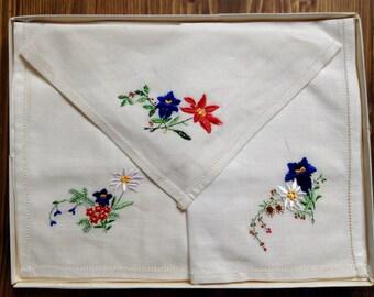 Vintage Embroidered Handkerchiefs x3